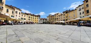 Piazza dell'Anfiteatro Lucca Toskana Italien Sommer 2021 Corona