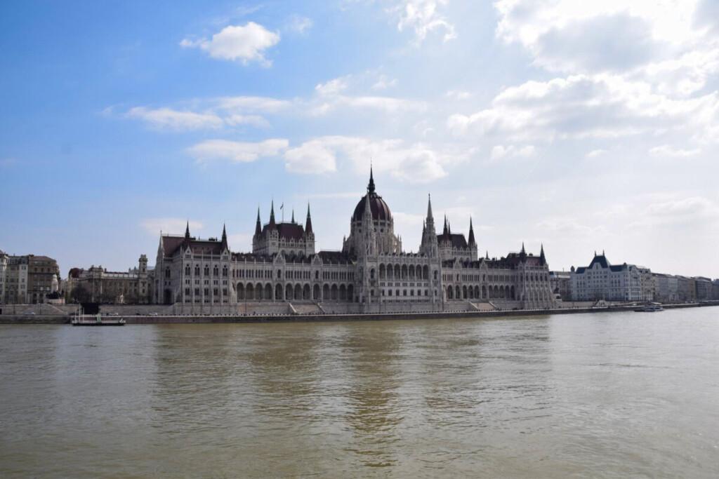 a-rosa Flusskreuzfahrt Donau Parlament Budapest Ungarn