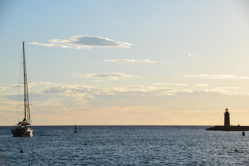 Kreuzfahrt Spanien Sonnenuntergang Leuchtturm Hafen Port d'Andratx Mallorca