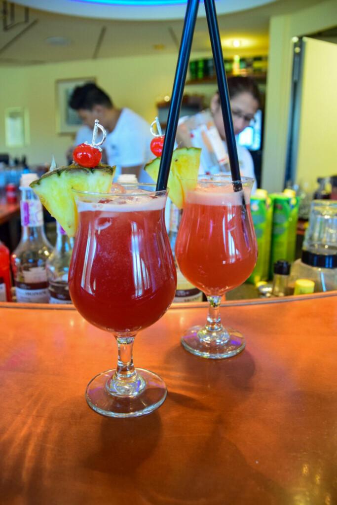 a-rosa Flusskreuzfahrt Donau Cocktails Bar schöne Zeit