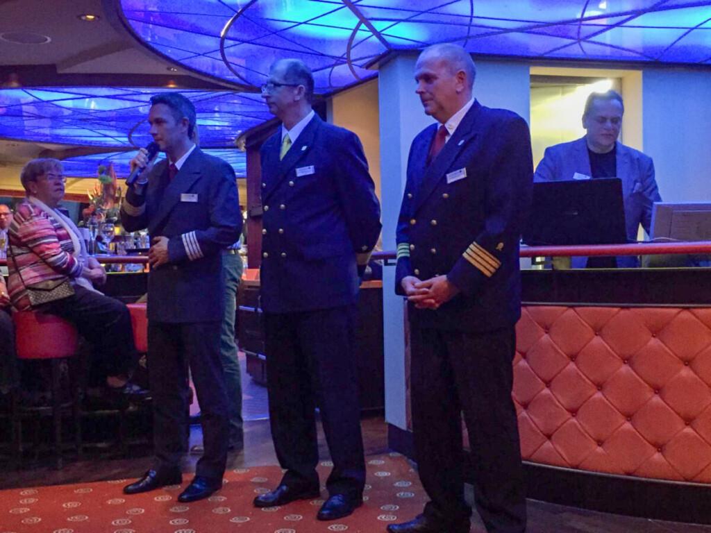 Verabschiedung a-rosa bella Lounge Offiziere Flusskreuzfahrt Donau