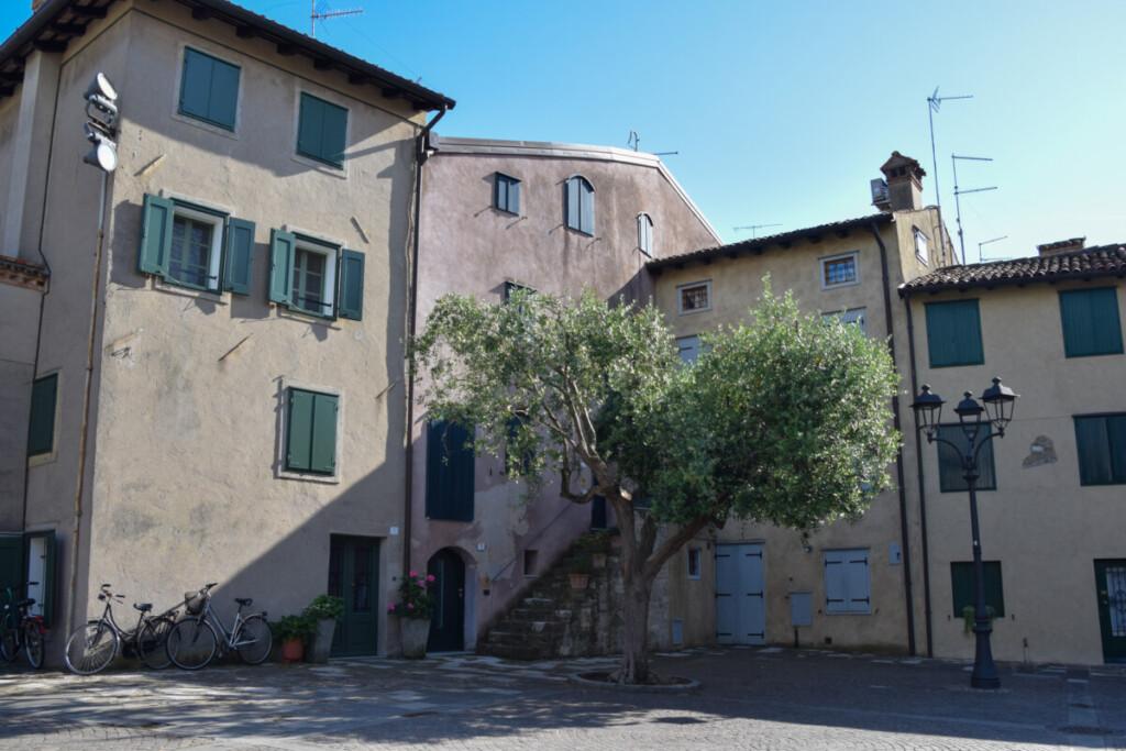 Kirchplatz Castrum Grado Friaul-Julisch Venetien Italien