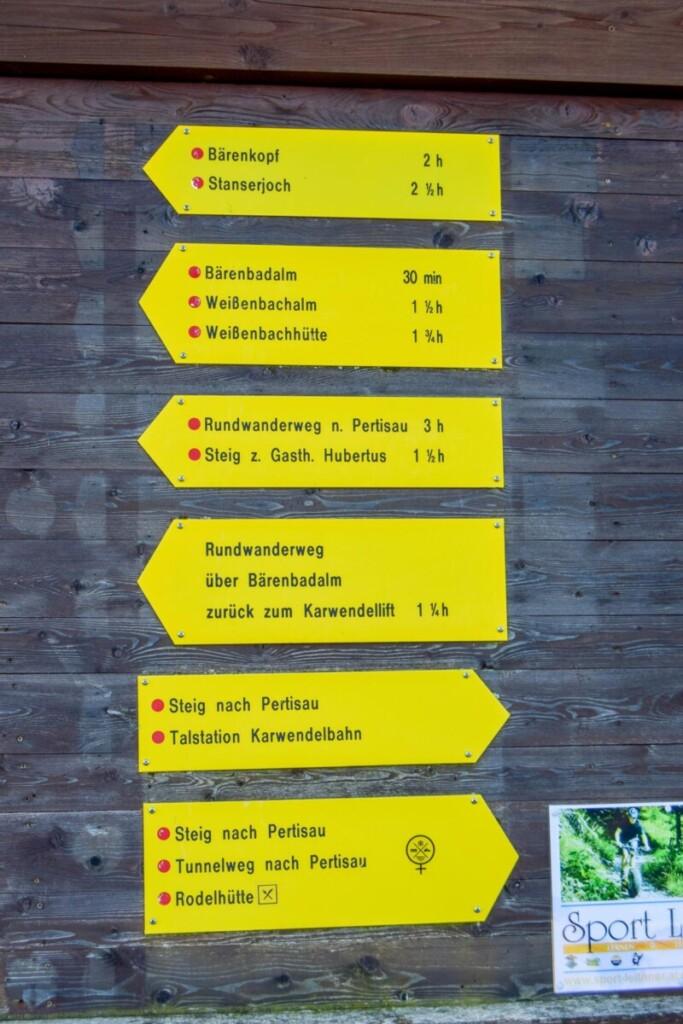 Rundwanderweg Wegweiser Zwölferkopf Karwendel Achensee Pertisau Tirol Österreich