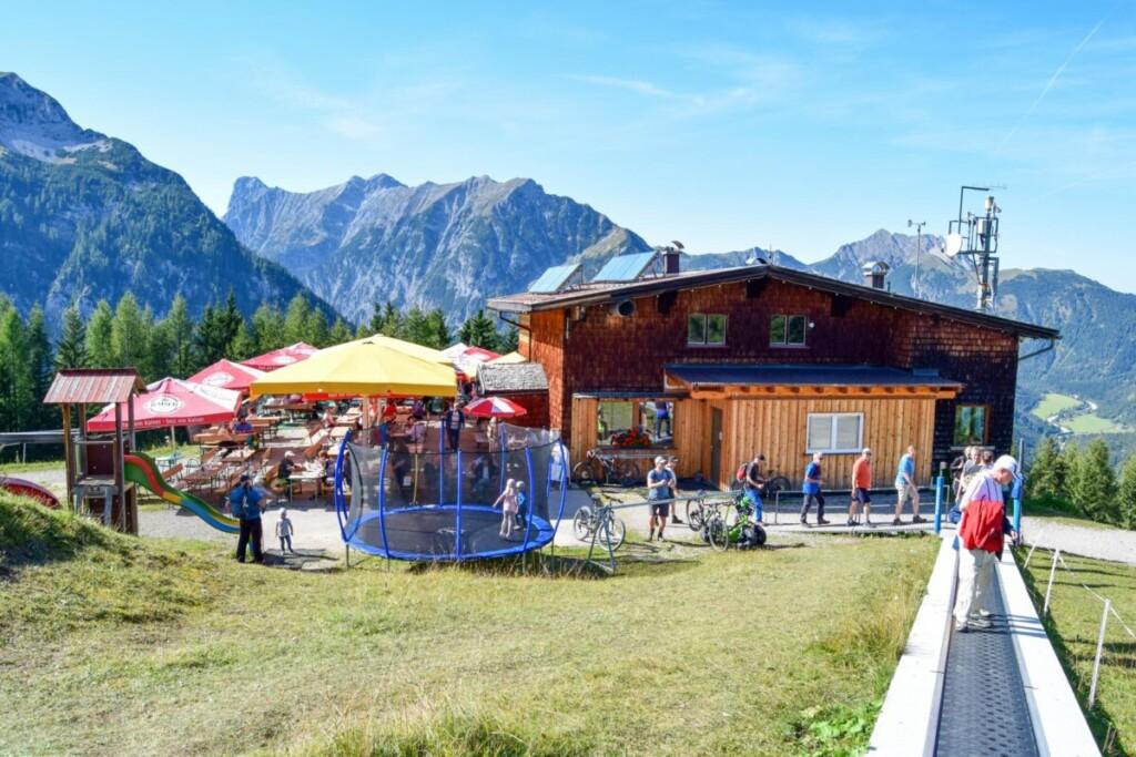 Alpengasthaus Karwendel Spielplatz Rundwanderweg Zwölferkopf Familienwanderung Karwendel Achensee wandern Pertisau Tirol Österreich