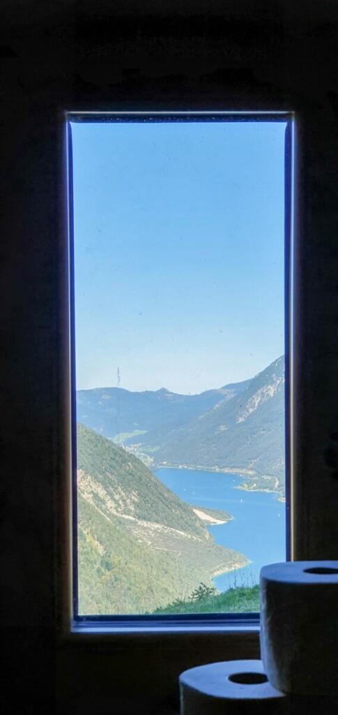 Aussicht Toilette Alpengasthaus Karwendel Zwölferkopf Achensee wandern Tirol Österreich
