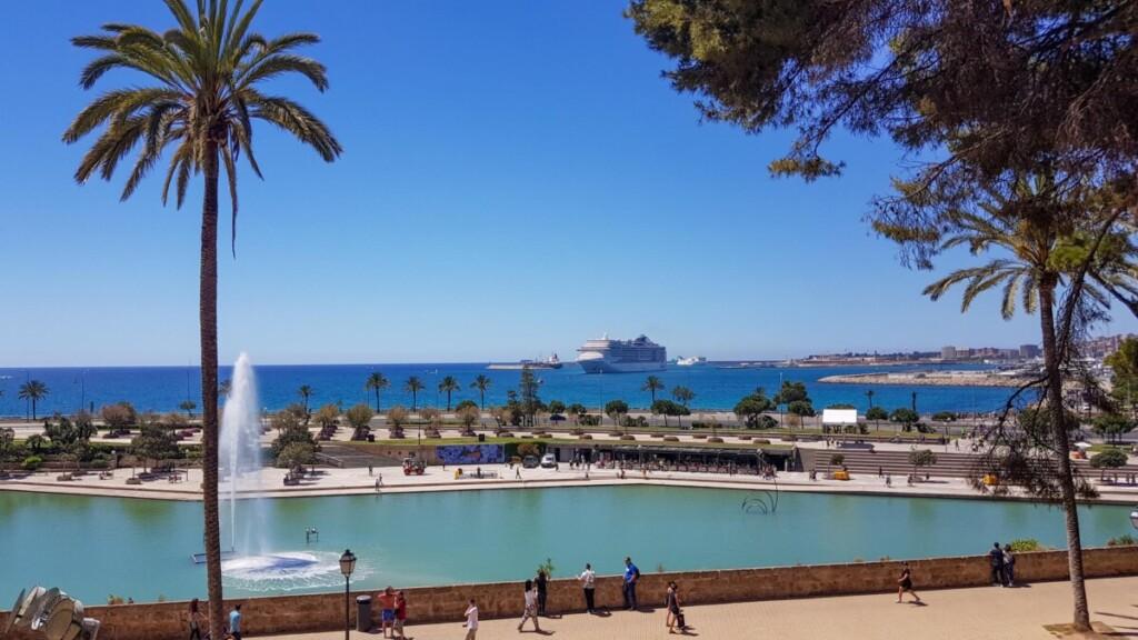 02 Aussichtspunkt Ses Voltes vor La Seu Kathedrale von Palma de Mallorca Sehenswuerdigkeiten Balearen Spanien