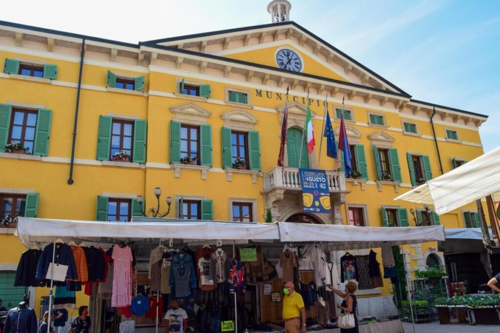 Rathaus Markt Valeggio sul Mincio Gardasee Venetien Italien
