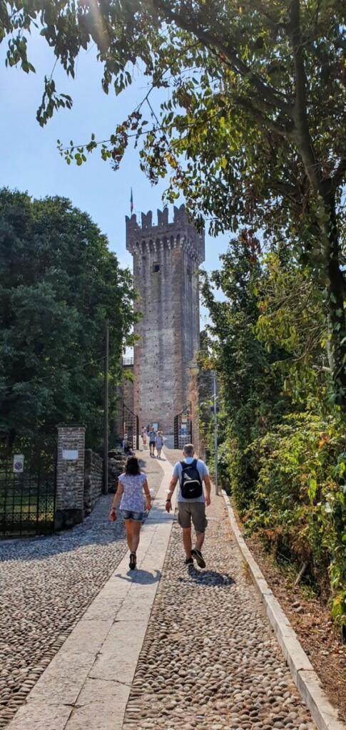 Weg Castello Scaligero Scaligerburg Valeggio sul Mincio Gardasee Venetien Italien