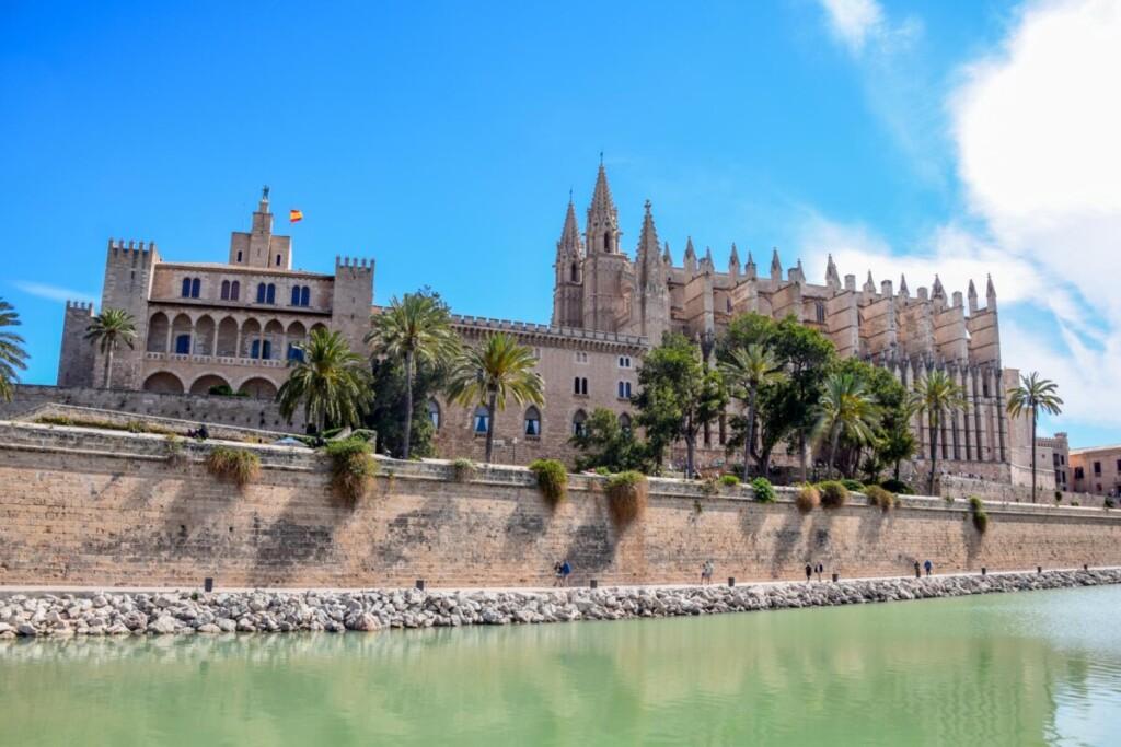 07 La Seu Kathedrale Palau Reial de lAlmudaina Koenigspalast Palma de Mallorca Sehenswuerdigkeiten Balearen Spanien
