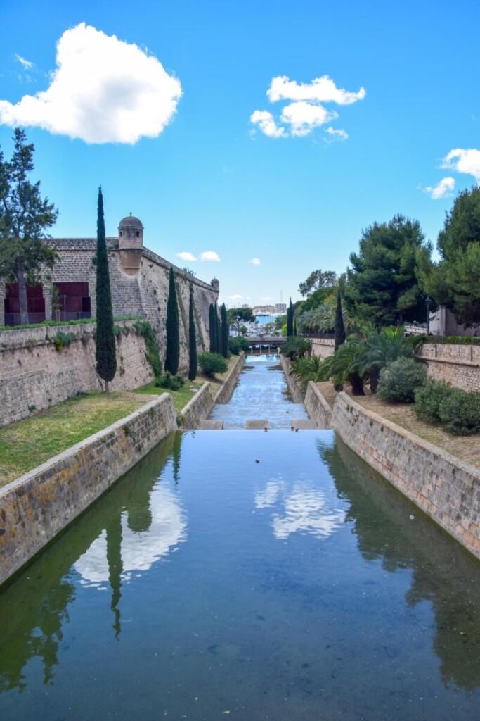 15 Fotospot Bruecke Pont de la Porta de Santa Catalina Festung Bastio de Sant Pere Palma de Mallorca Sehenswuerdigkeiten Balearen Spanien