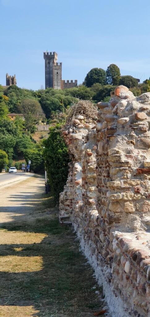 Ponte Visconteo Castello Scaligero Scaligerburg Borghetto sul Mincio Gardasee Venetien Italien